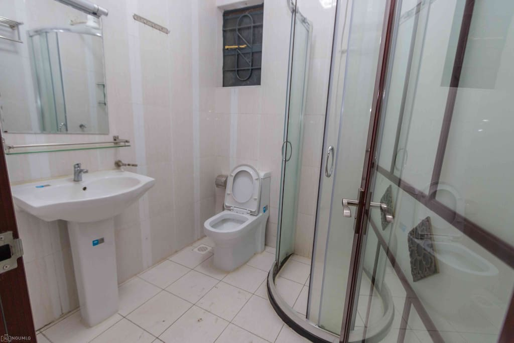 The room is Master ensuite & has an instant shower