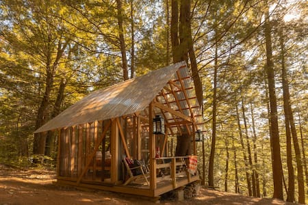 Tanglebloom Cabin | Glamping Nature Experience