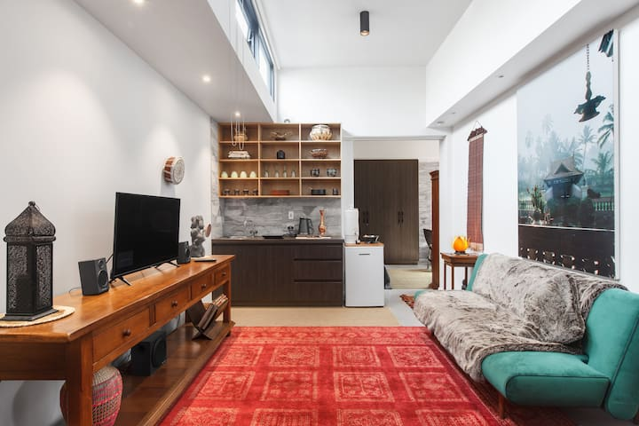 Comfortable, Funky and Vibrant Pad in Richmond