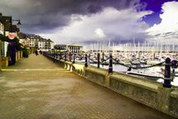 Peaceful stroll on the Marina..