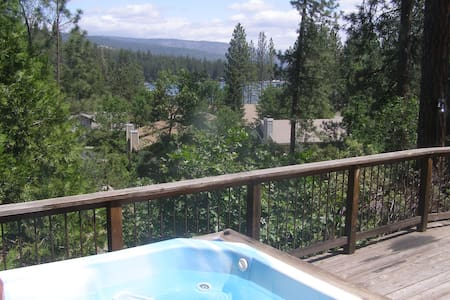 Cozy Cabin near Yosemite w/Hot Tub and Lake View - 小屋