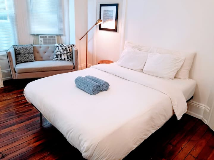 Nice Private Room w/ Love Seat in University City!