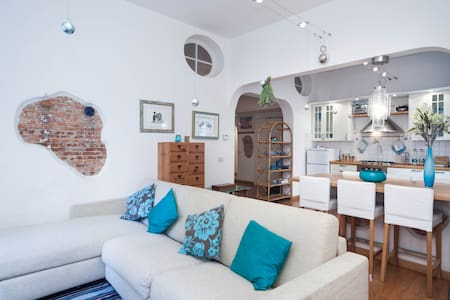 Family loft in old town sea view - Arenzano - Σοφίτα