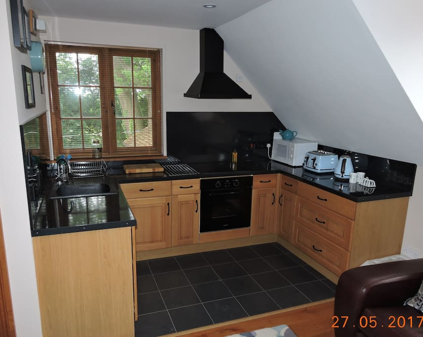 Fully fitted kitchen with hob,oven & fridge
