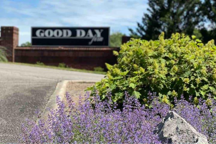 Good Day Farm! Farm retreat 40 Min from Nashville