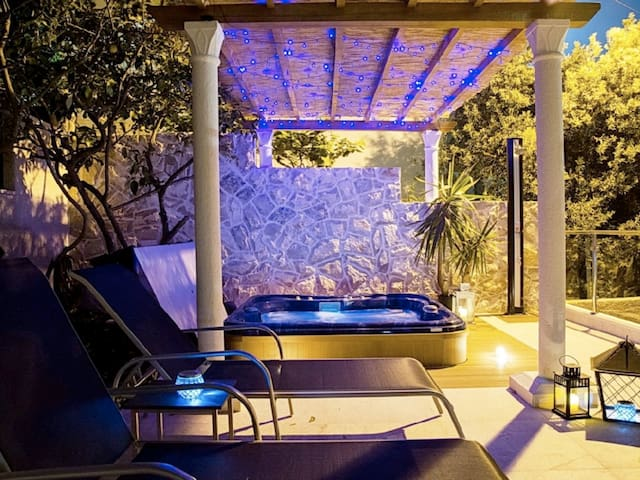 Garden area Hot tub