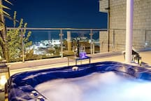 AMAZING VIEWS - OUTDOOR HOT TUB!