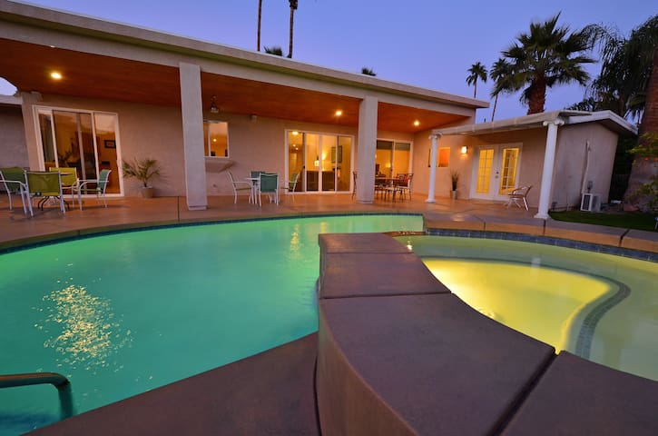 Contemporary and Tranquil - Palm Springs - Bed & Breakfast
