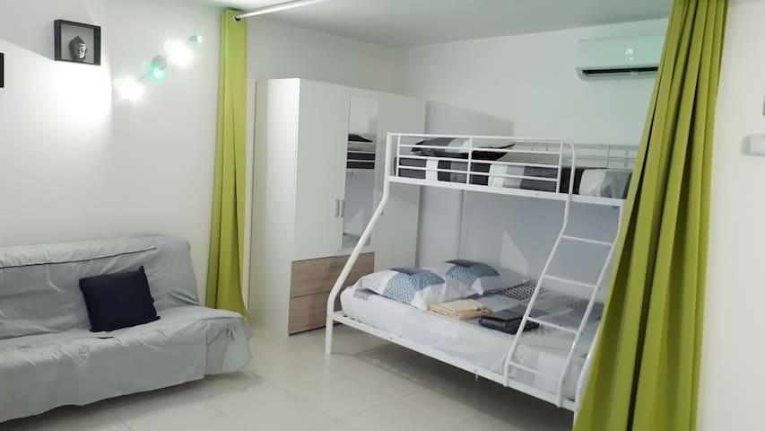 Espace Chambre avec lit double et lit simple