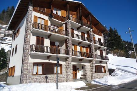 Appartamenti Val Brembana 8 posti - Roncobello - Huoneisto
