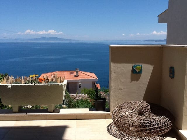 Lovely 3B house with seaview&garden - Karaburun - House