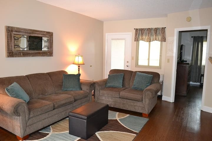 River Place Condo #17 *Book with no guest service fee*
