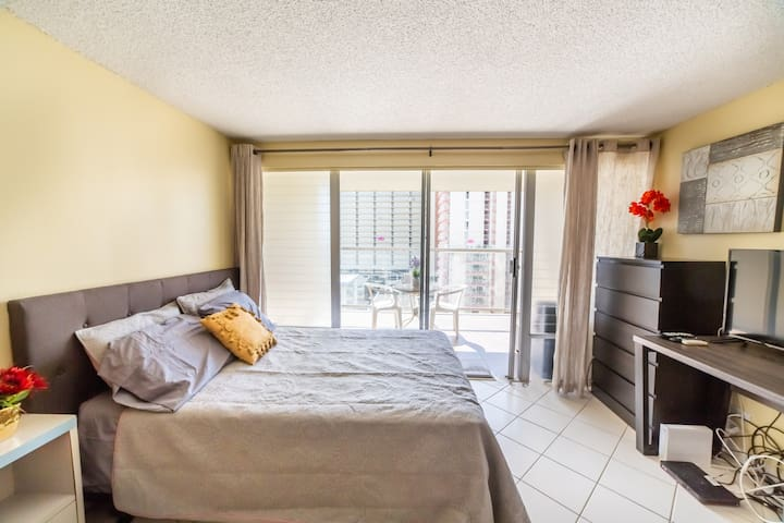 1115 Best Location Renovated Shopping & Dining