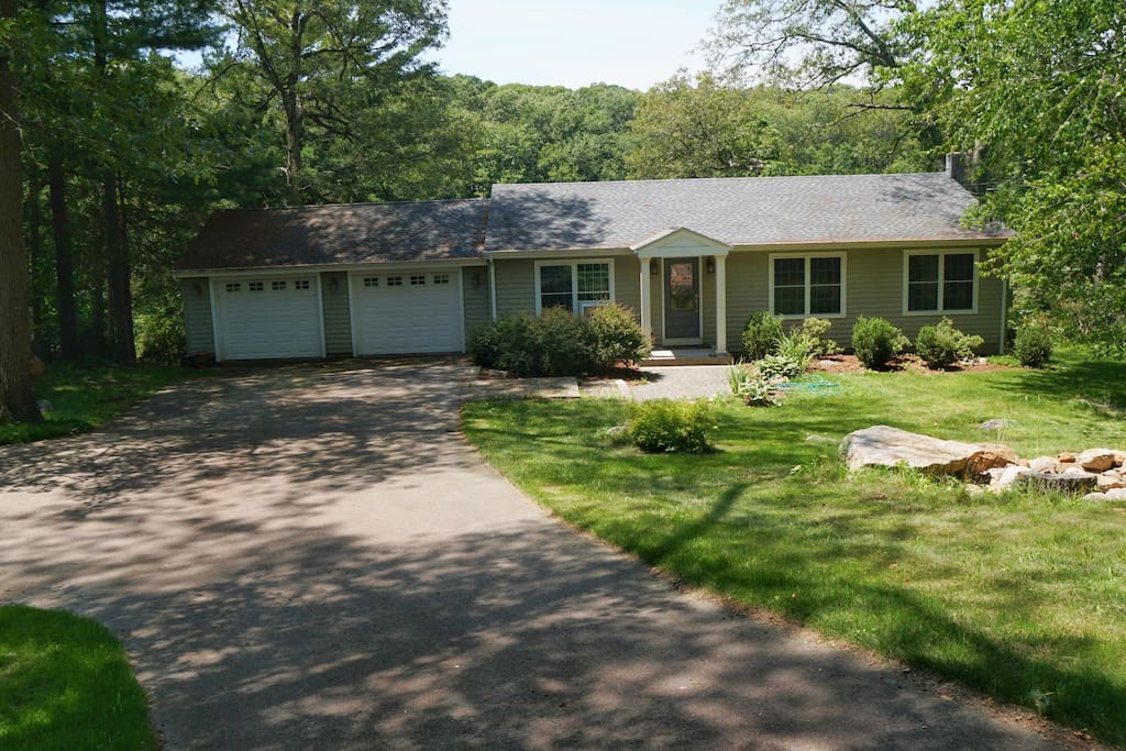 Finished Basement With Bed Bath And Theatre Bar Houses For Rent In Ledyard Connecticut