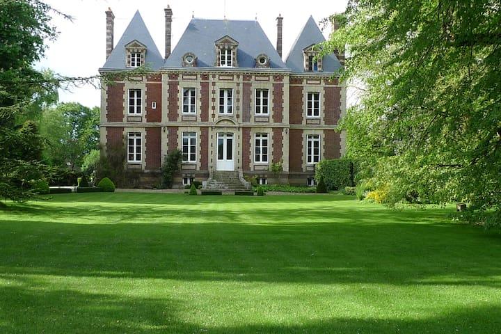 petit chateau normandie
