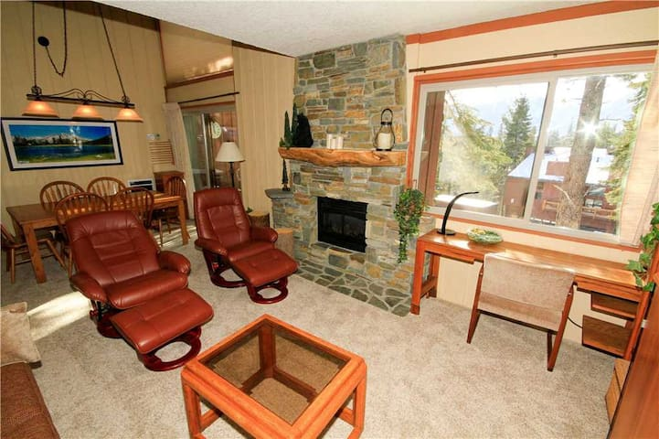 Mammoth Ski and Racquet Club #119, 1 Bedroom + Loft, 2 Full Bathrooms. Pet Friendly with Views