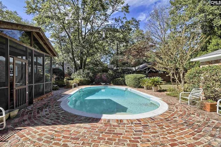 Columbia Home with a View, Pool, private Parking