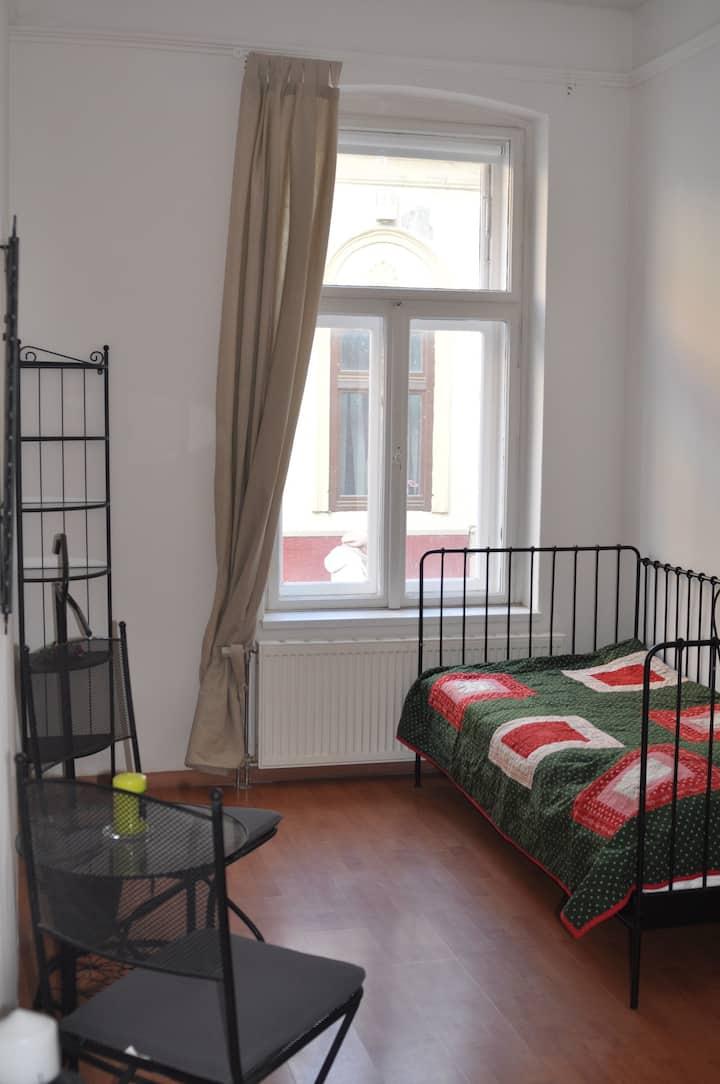 Pécsi belvárosi szoba