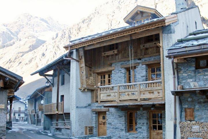 Cosy Chalet in Champagny-en-Vanoise near Ski Area