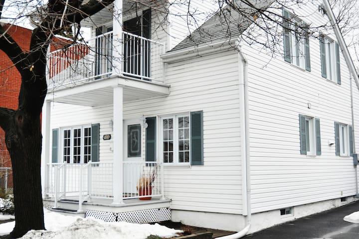 La petite maison blanche - Longueuil - บ้าน