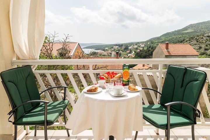 Katarina-One Bedroom Apartment with Balcony