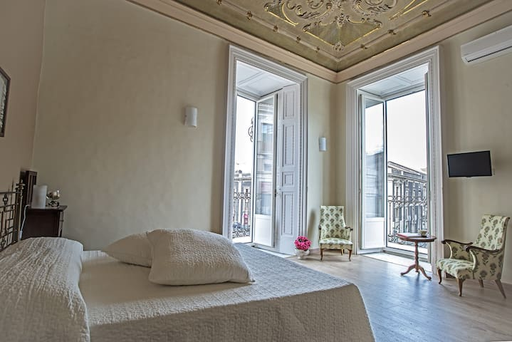 B&B ELEGANT ROOM WITH A VIEW - Catania - Bed & Breakfast