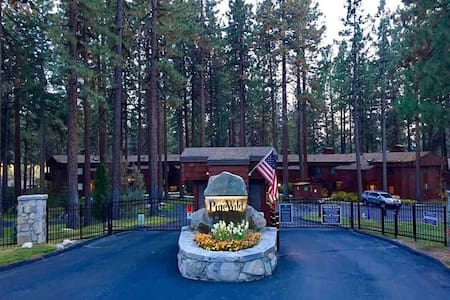 Lake Tahoe Townhome, Gated Complex on Marla Bay! - Zephyr Cove-Round Hill Village - Rekkehus