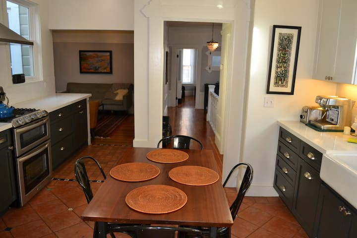 Quiet Mission 2br flat, close to nightlife & BART