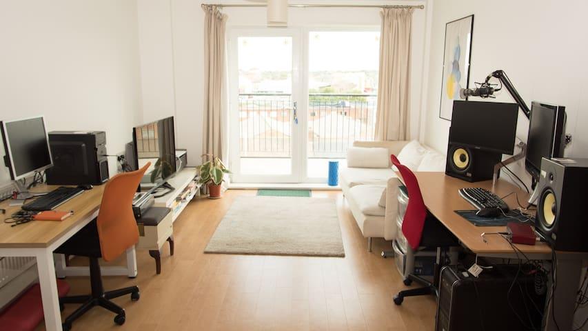 Modern flat with En suite