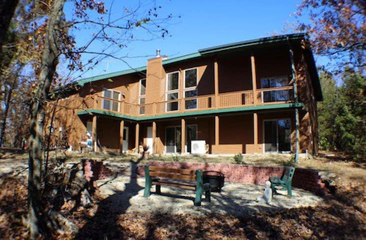 Gustofson's Cedar Retreat!