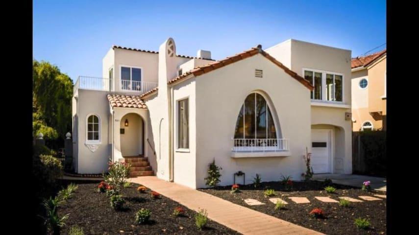 Lovely Spanish Home near Burlingame