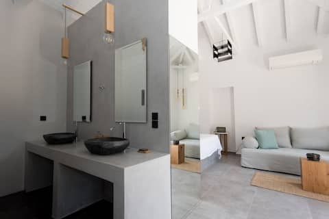 Open-space luxury, minimal suite for 4 at Mani