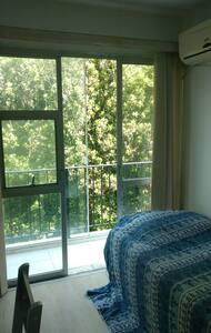 Quarto c/ varanda na Zona Sul Rio - Rio de Janeiro - Apartment