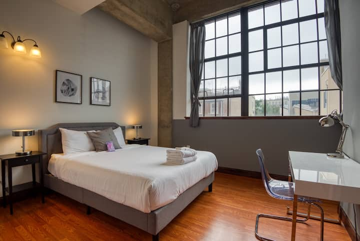 Sosuite | Cozy 2BR Loft + On-site Discounted Parking