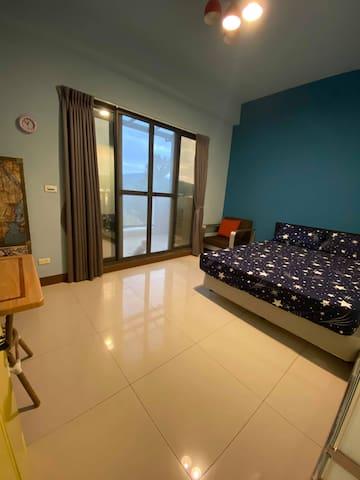 全新雙人房 超值景觀陽台豪華KING SIZE大床雙人房  溫馨舒適 環境清幽 一夜好眠 近鬧區方便