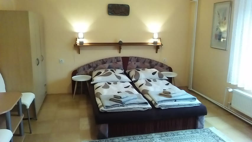 Clean apartment close to Ski resorts and Hiking