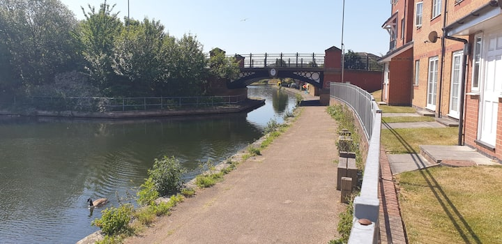 *Canalside*Central*Family/Worker Friendly*Parking*