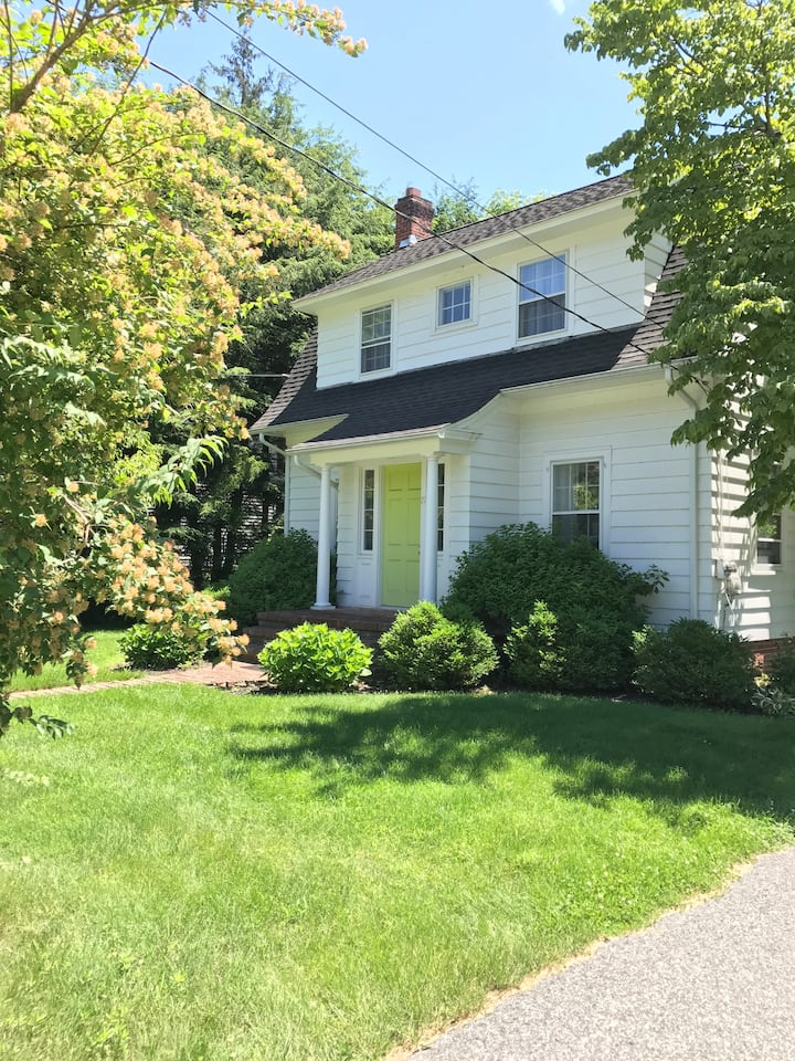 Kent village home 2 hrs from NYC