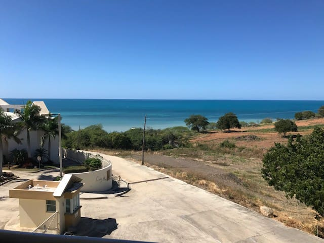 Costa Del Mar 2 bedroom w/amazing views, WiFi