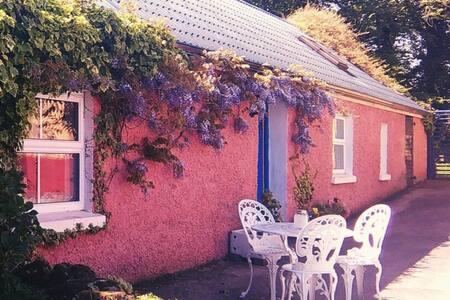 Wisteria Cottage, self-catering cottage escape.