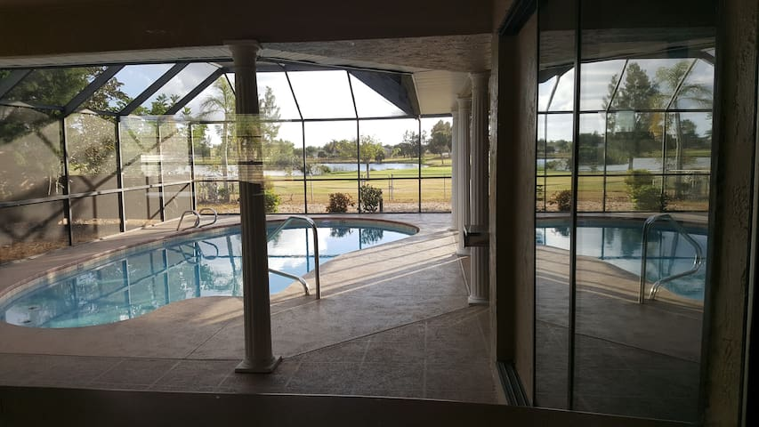 3BR/2BA Home on Golf course w/private pool - Apollo Beach - House