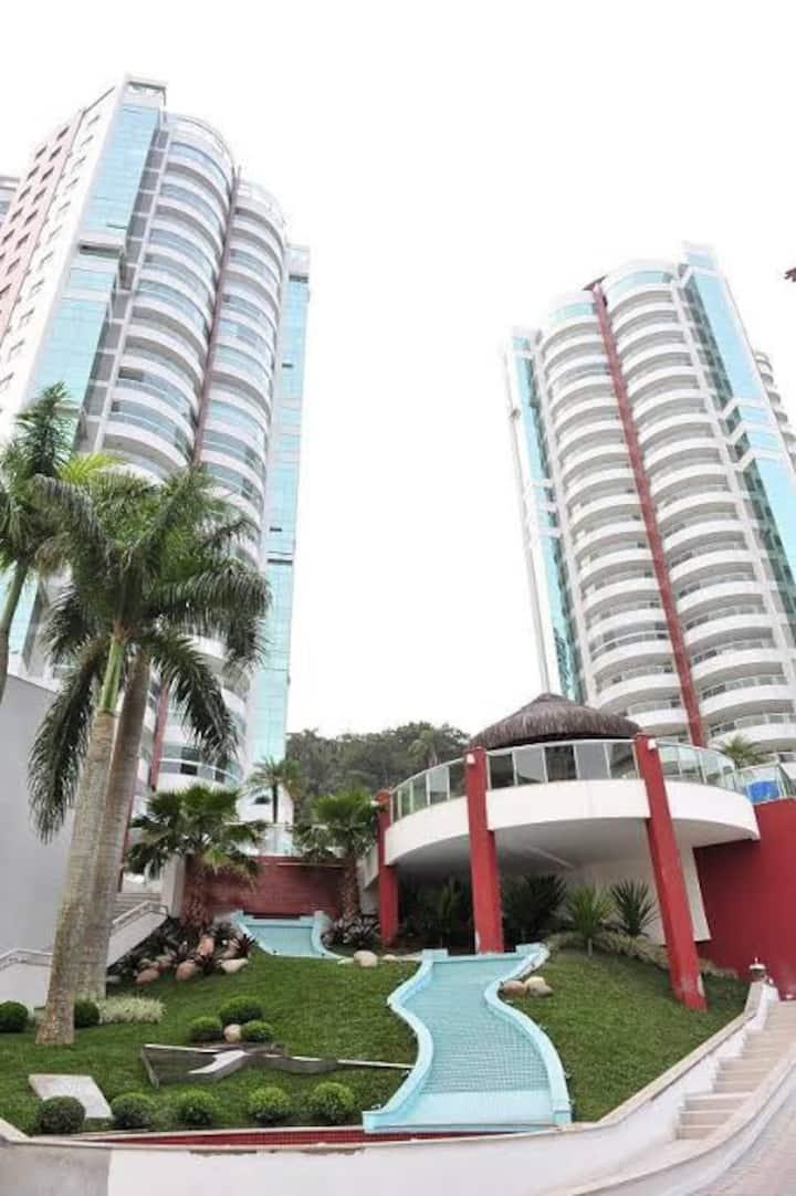Amplo e lindo apartamento em Balneario Camburiu