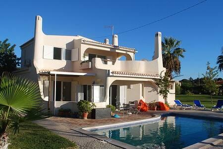 Villa 3 chambres avec piscine et jardin - Almancil