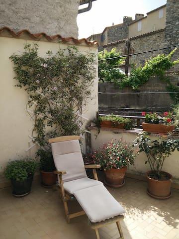 terrasse arborée et ensoleillée