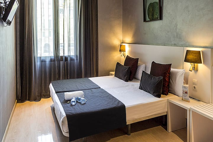 Design Double ensuite room in Sagrada Familia