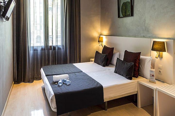 Design Double ensuite room in Sagrada Familia