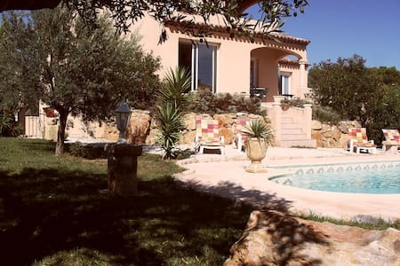 Villa with pool and garden on golf course Béziers - ビジエ (Béziers) - 別荘