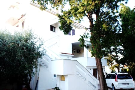 ***Cozy apartment on a great location*** - Novalja