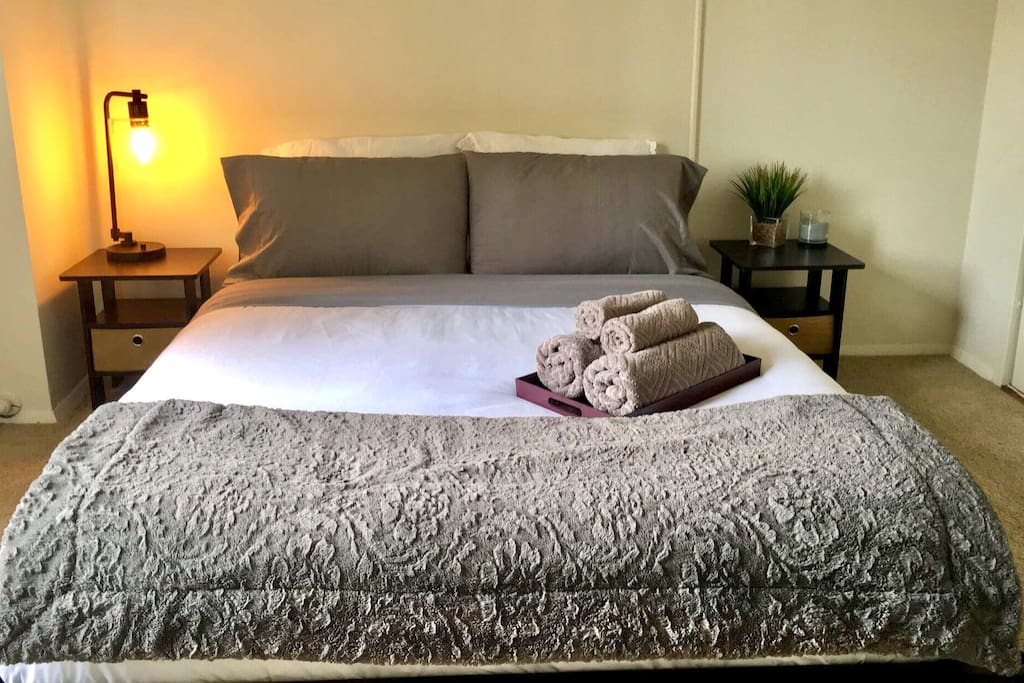 Queen size bed with an additional queen air mattress if preferred.