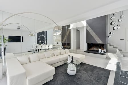 AMAZING AND BIG HOUSE IN D'EN BOSSA BEACH CENTER - Haus